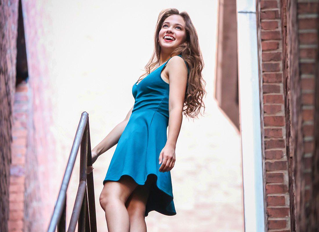 Cailee Spaeny en mini-robe décolletée