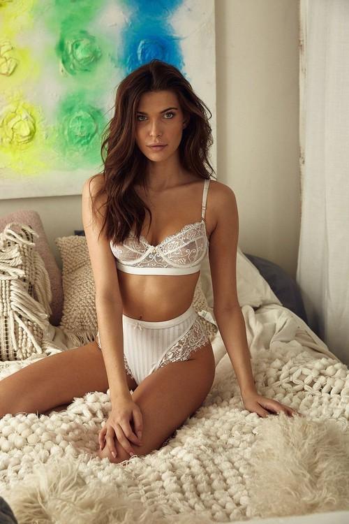 Charlotte D'Alessio en lingerie