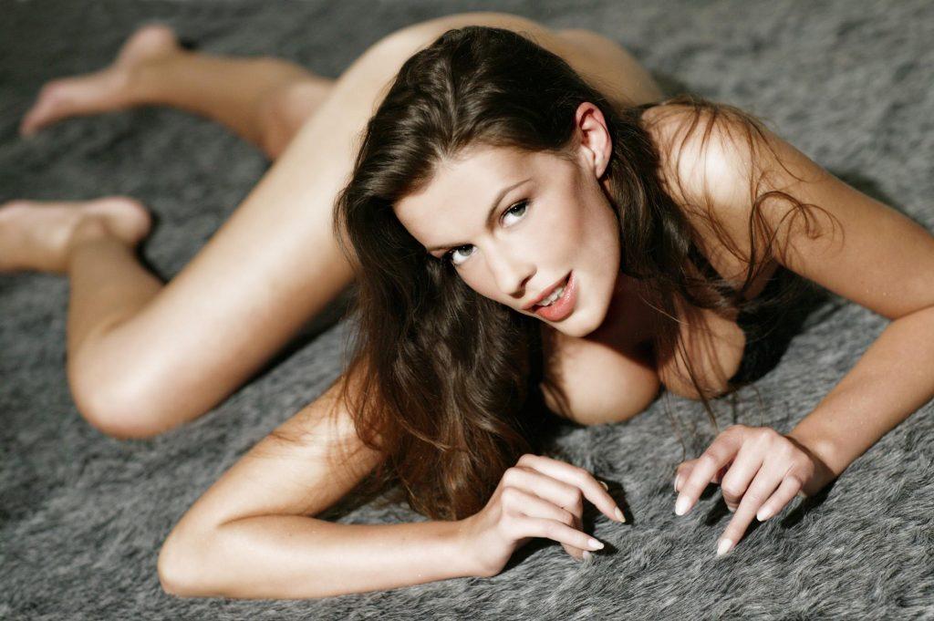Estelle Desange nue