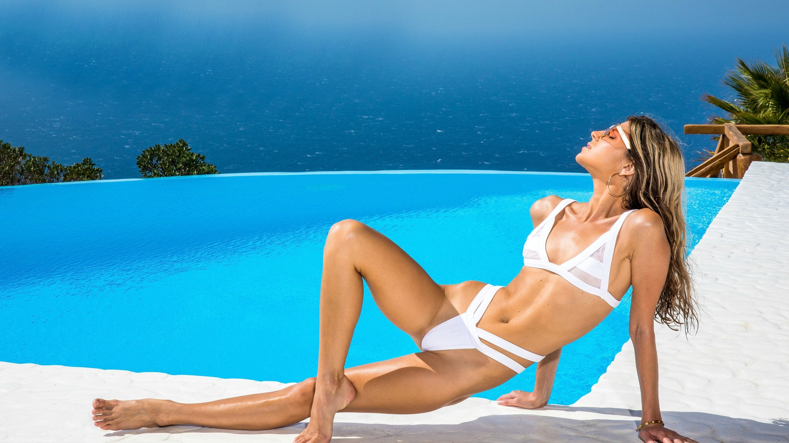 Gina Gerson en bikini