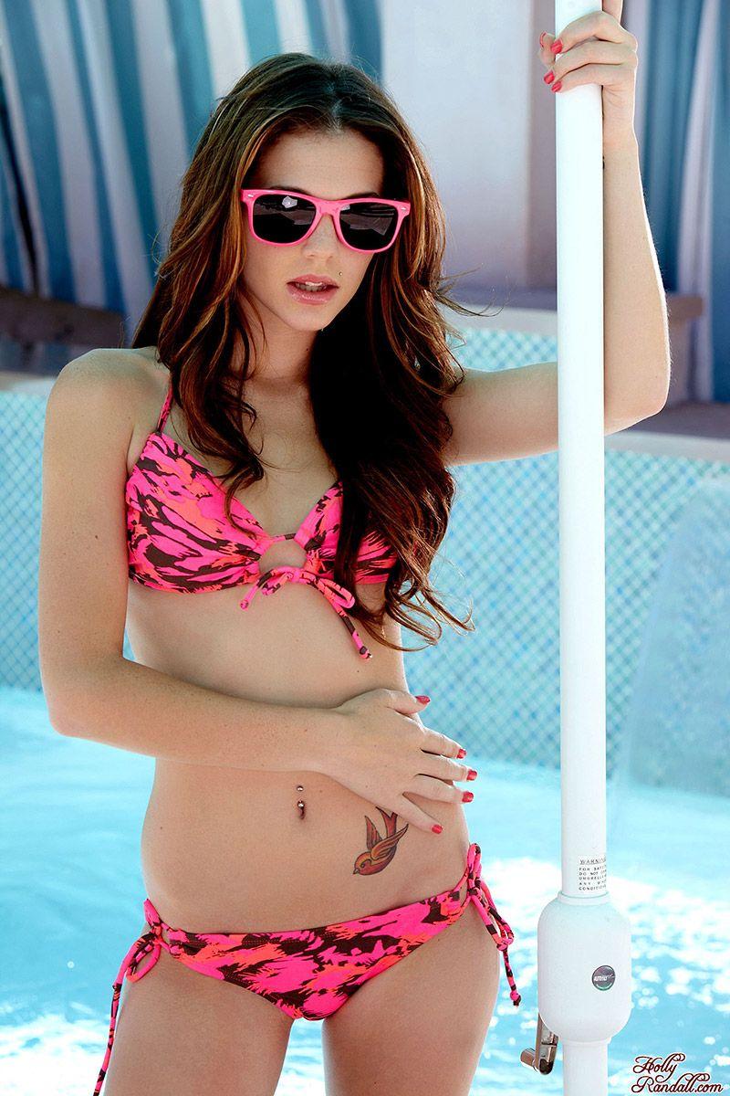 Kiera Winters en bikini