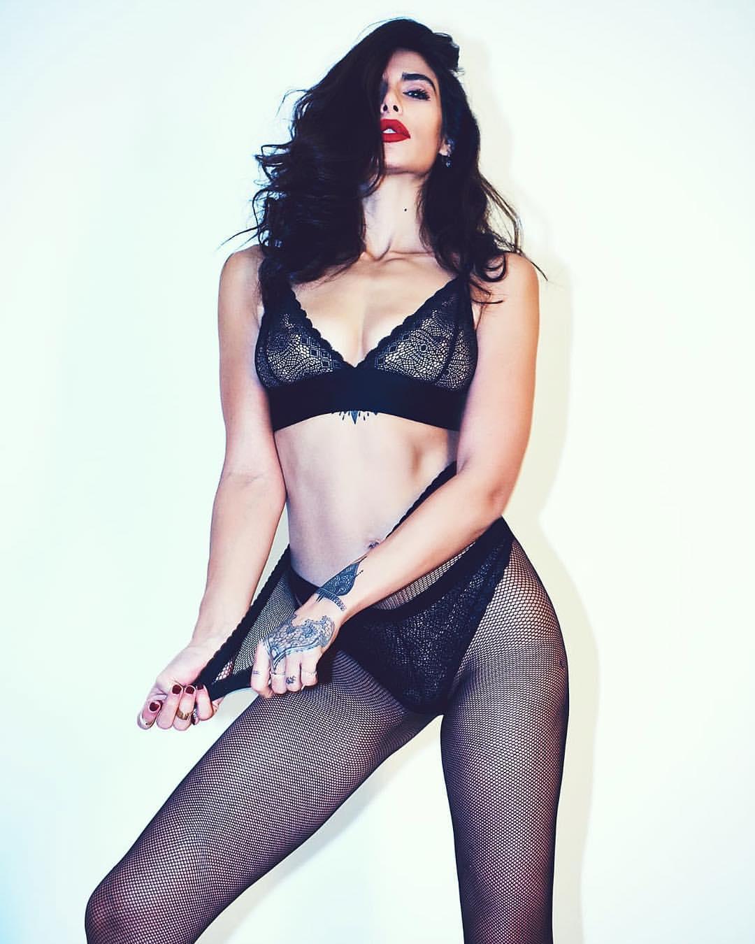 Negzzia en lingerie