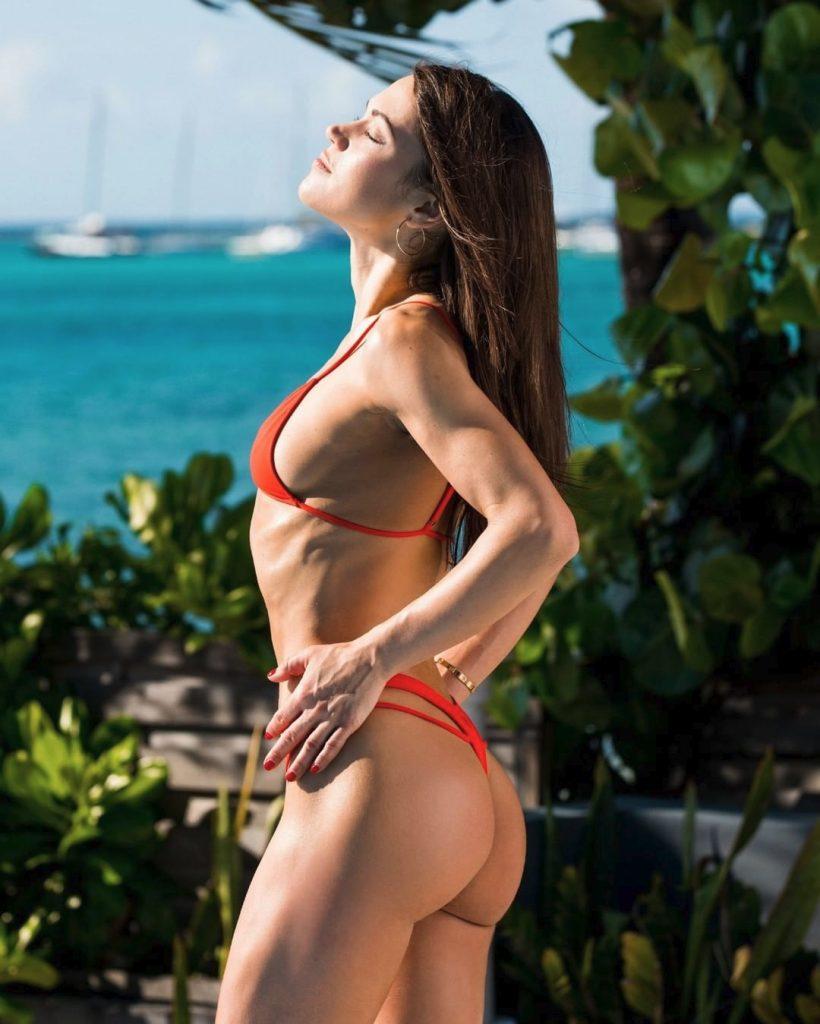 Alyssa Reece en string bikini