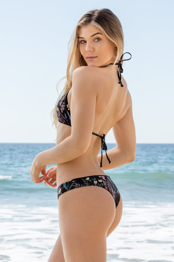 Cambrie Schroder en bikini