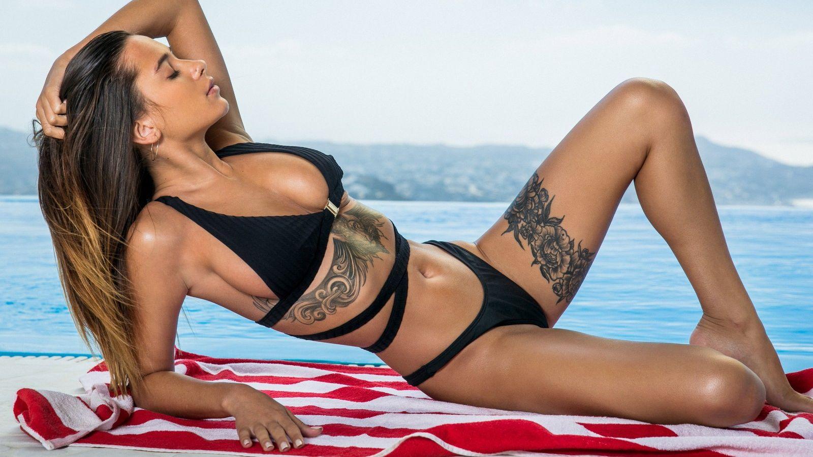 Liya Silver en bikini