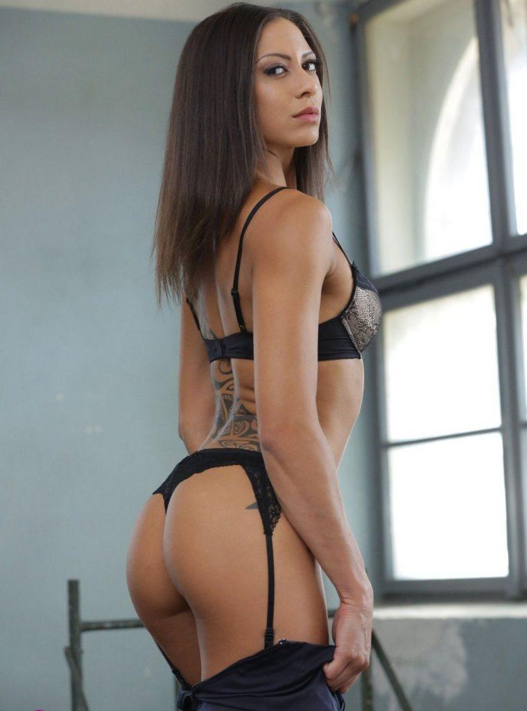 Cassie Del Isla en lingerie