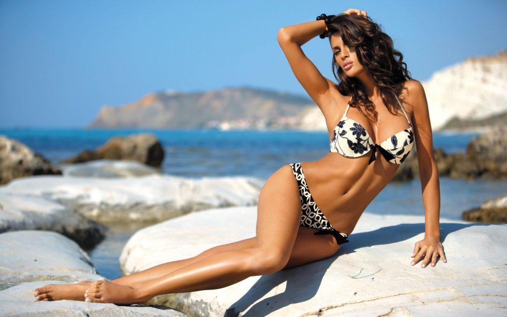 Beatrice Chirita en bikini