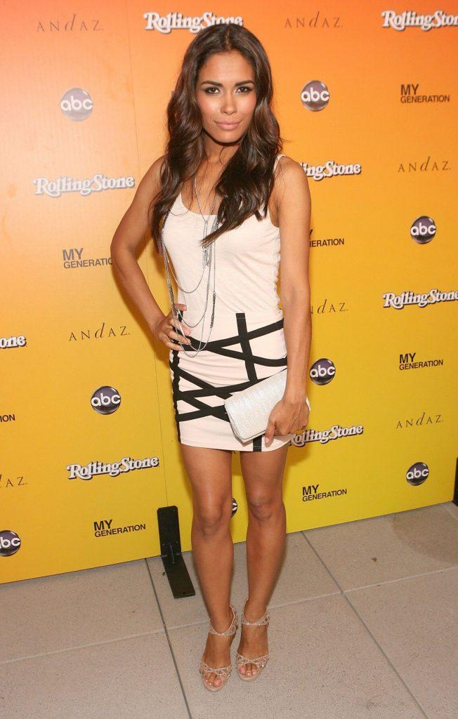 Daniella Alonso en mini-robe