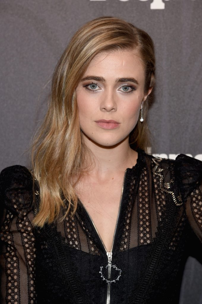 Melissa Roxburgh en robe