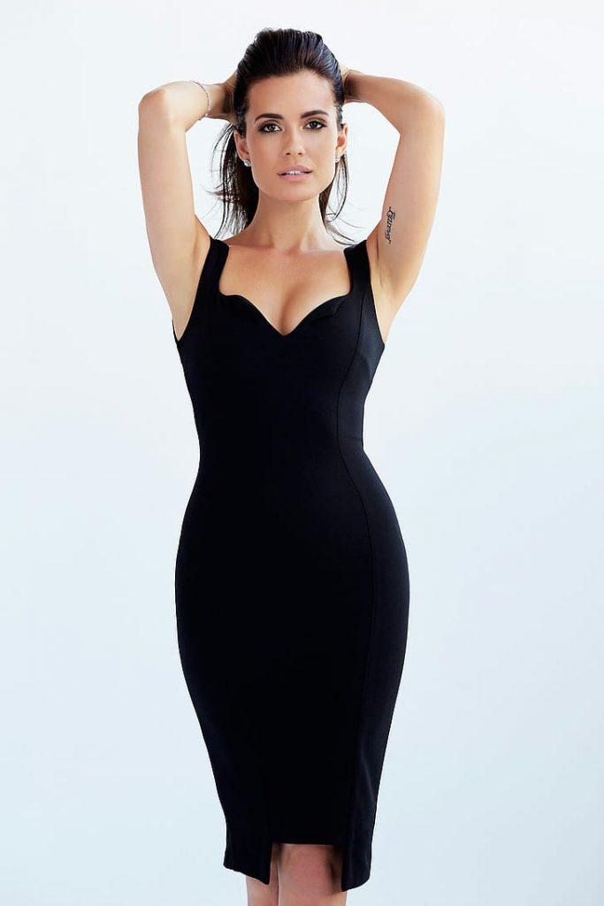 Torrey DeVitto en robe moulante