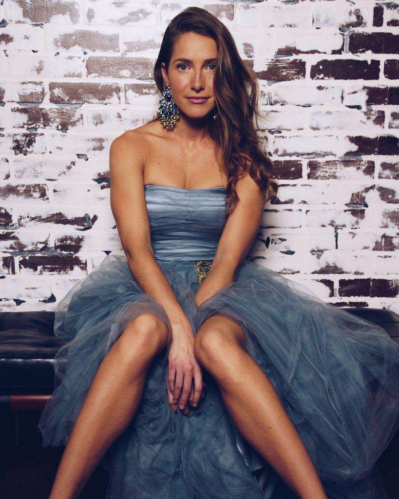 Carolina Jones en robe