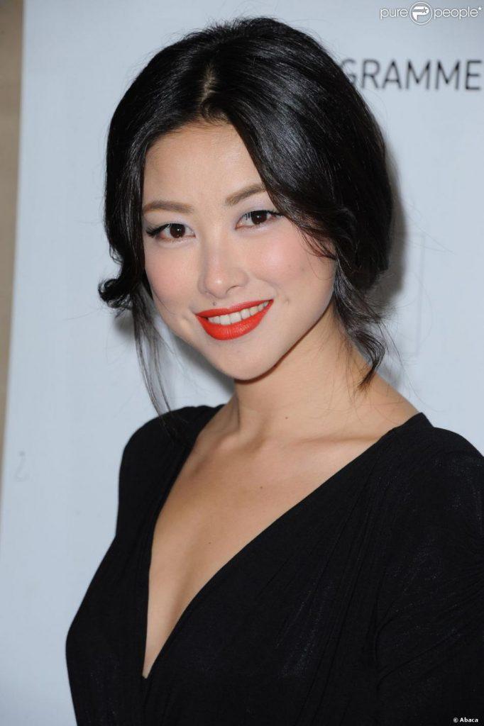 Zhu Zhu en robe décolletée