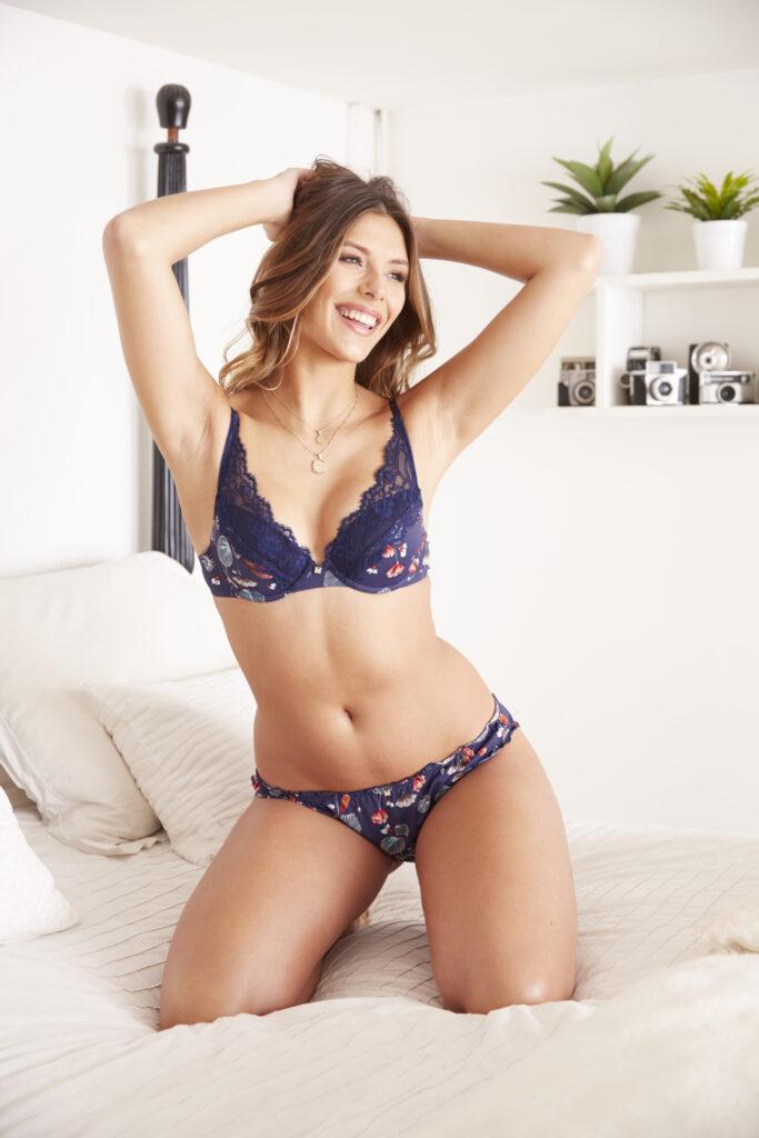 Camille Cerf en lingerie