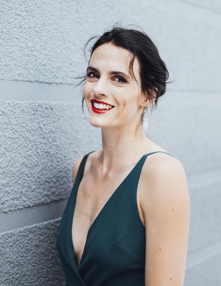 Nicole Gerdon en robe très décolletée