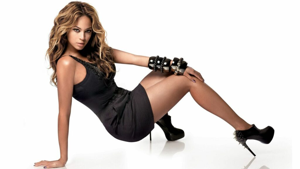 Beyoncé Knowless en mini-robe
