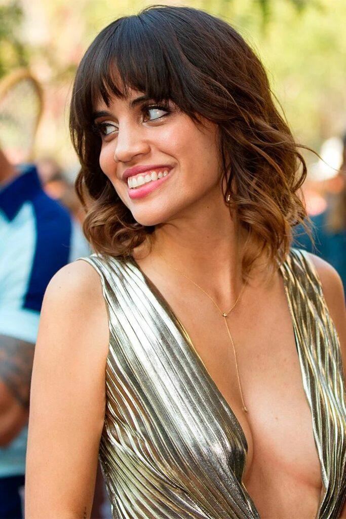 Natalie Morales en robe très décolletée
