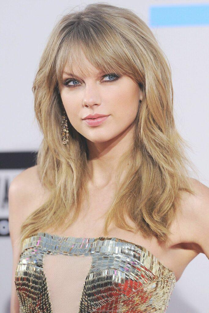 Taylor Swift en robe moulante