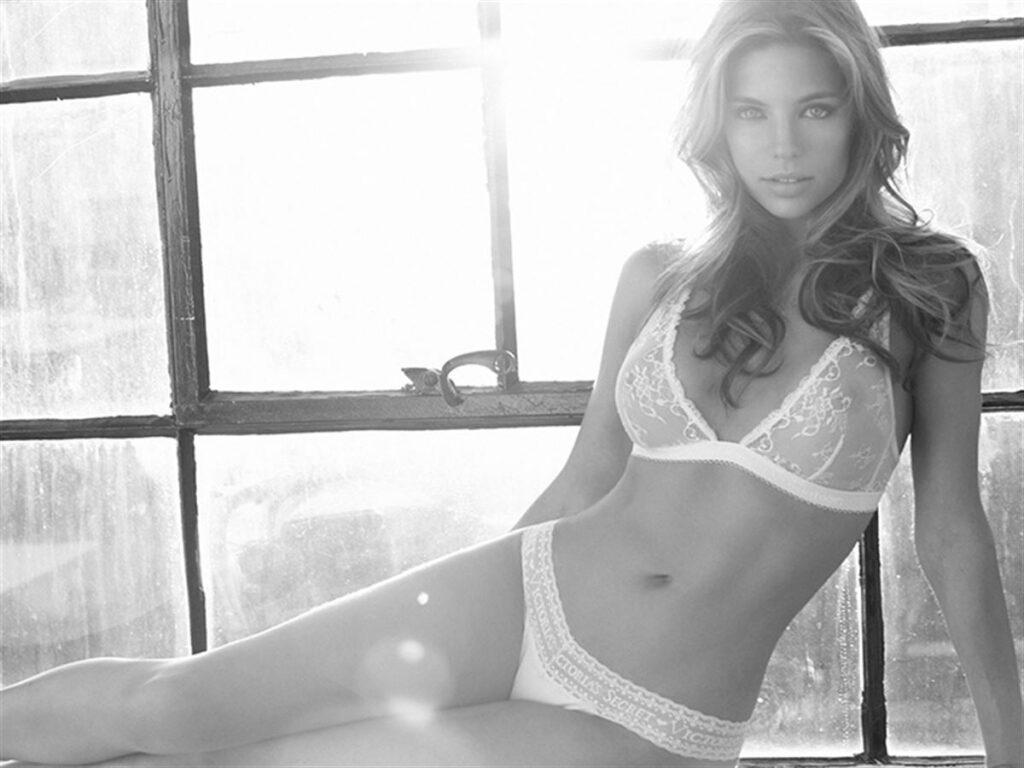 Ariane Tasca en lingerie