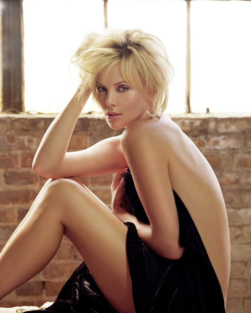 Charlize Theron nue