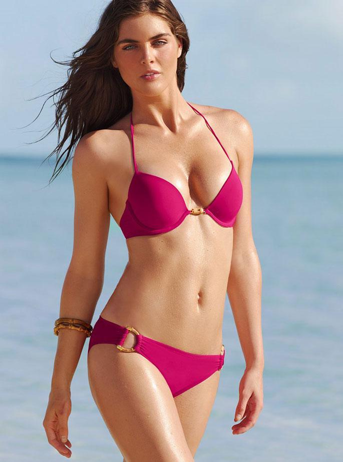 Hope Hicks en bikini