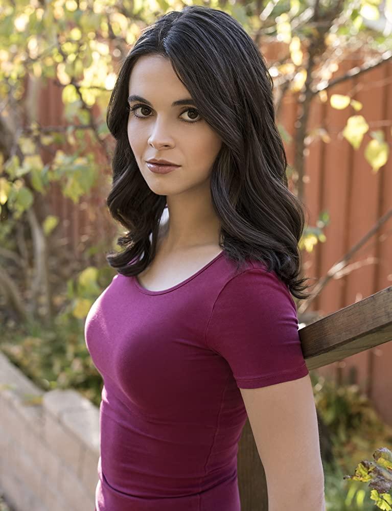 Vanessa Marano en t-shirt moulant