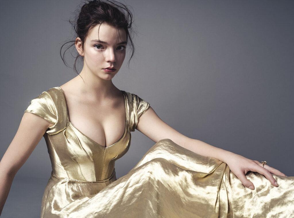 Anya Taylor-Joy en robe très décolletée