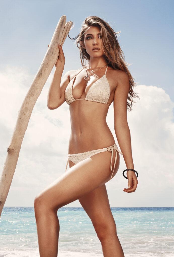 Cora Deitz en bikini