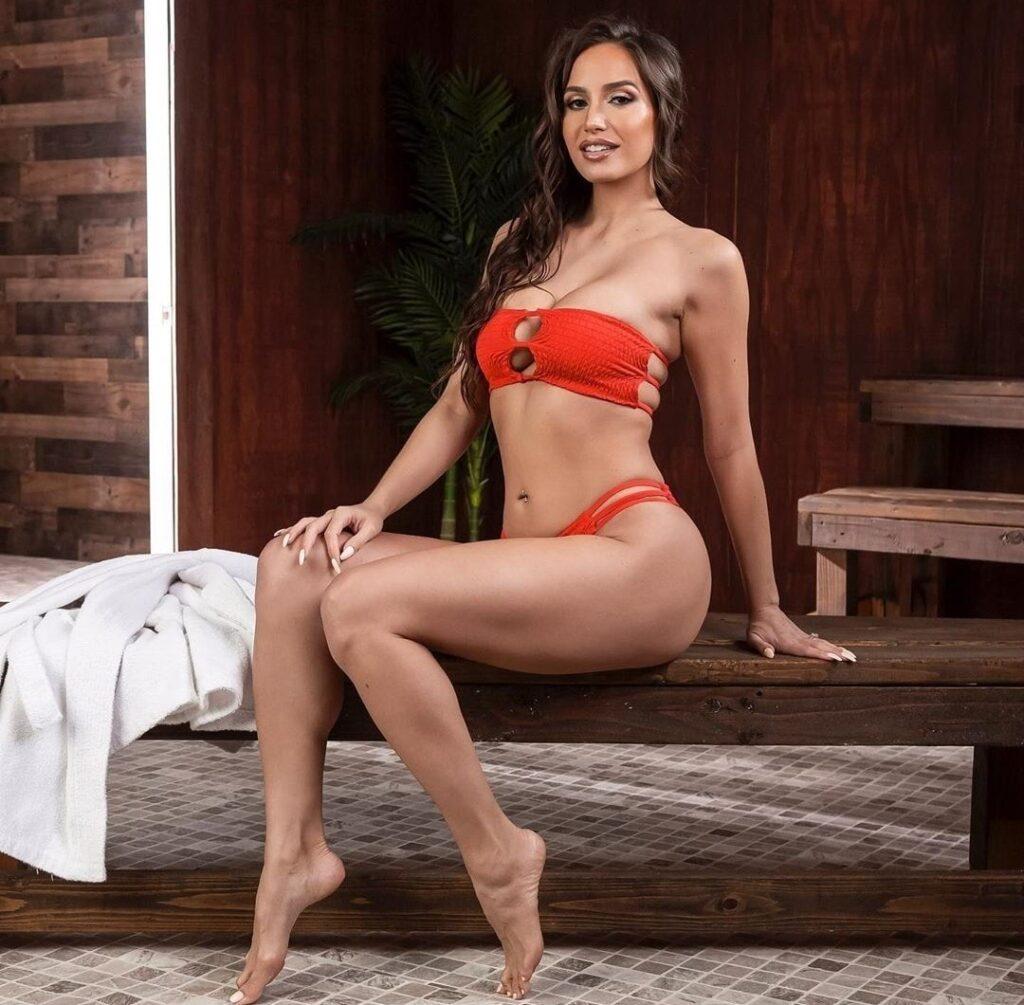 Desiree Dulce en bikini