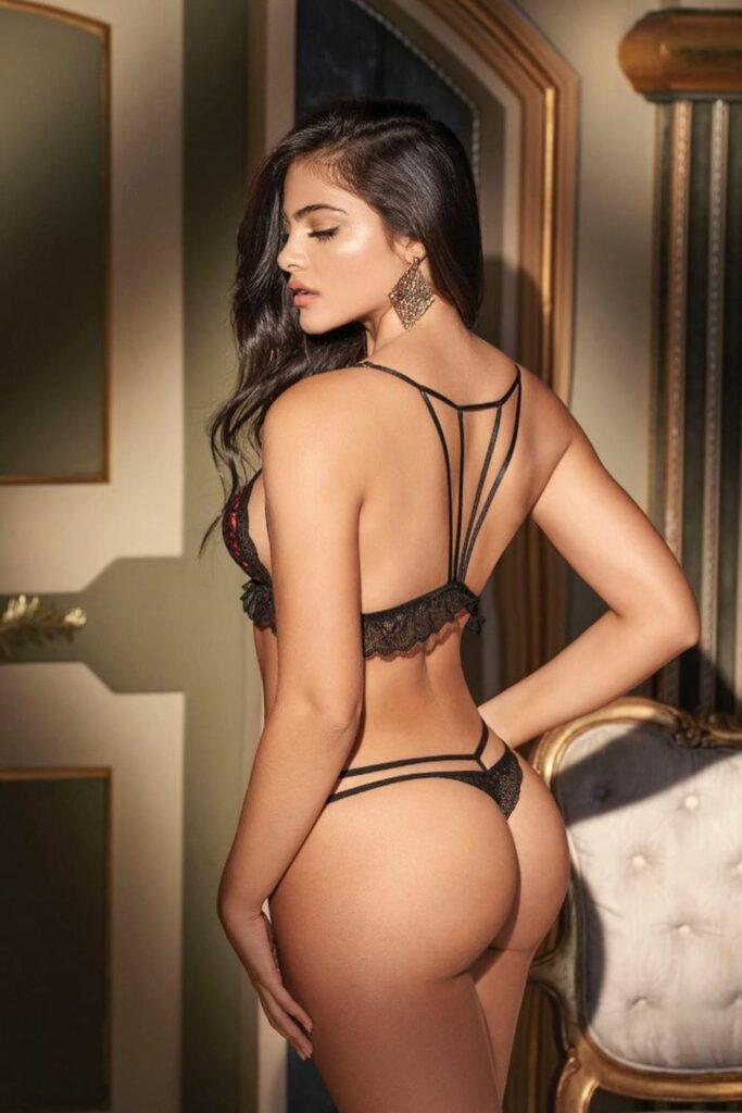 Sara Orrego en lingerie