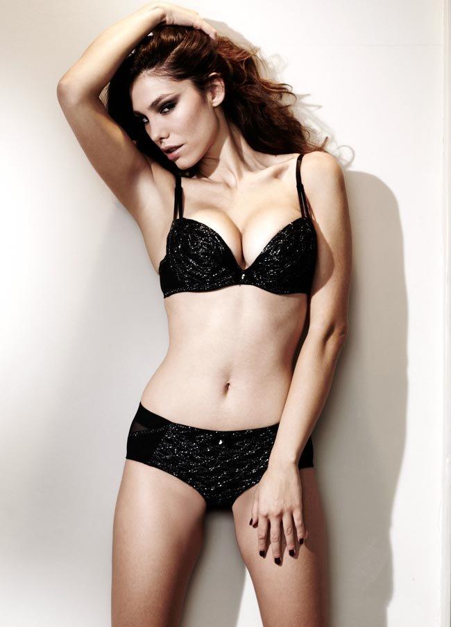 Silvia Dimitrova en lingerie