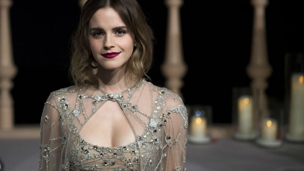 Emma Watson en robe décolletée