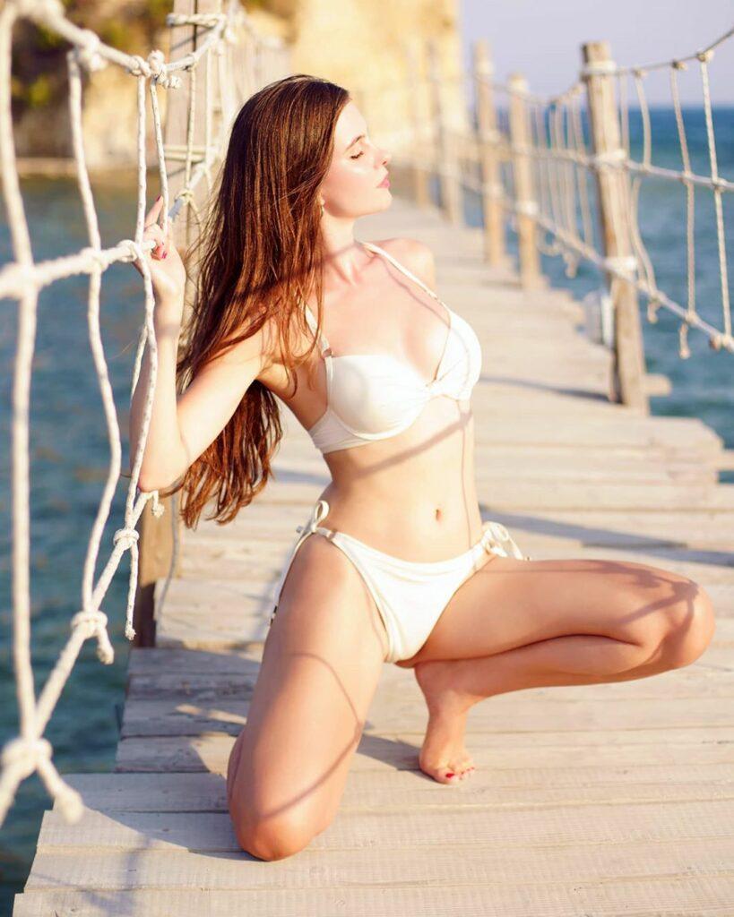 Ariadna Majewska en bikini
