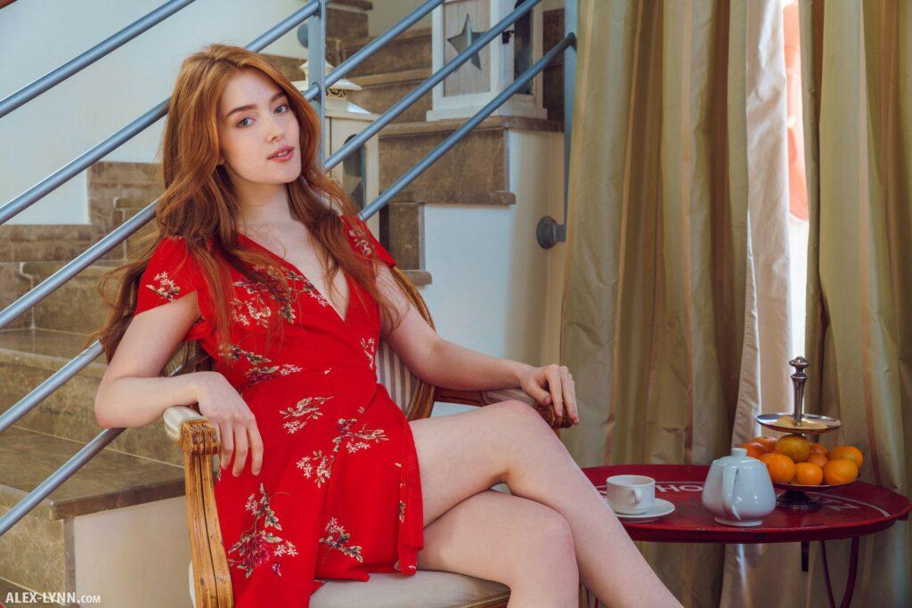 Jia Lissa en robe de chambre