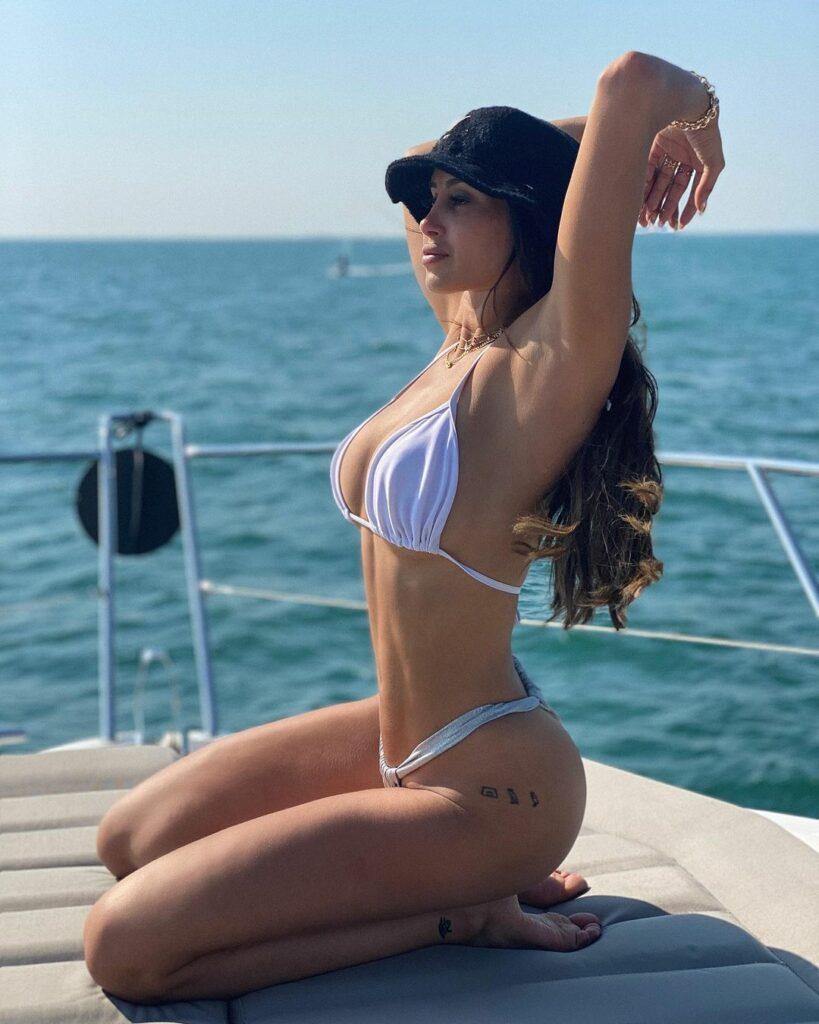 Océane El Himer en bikini