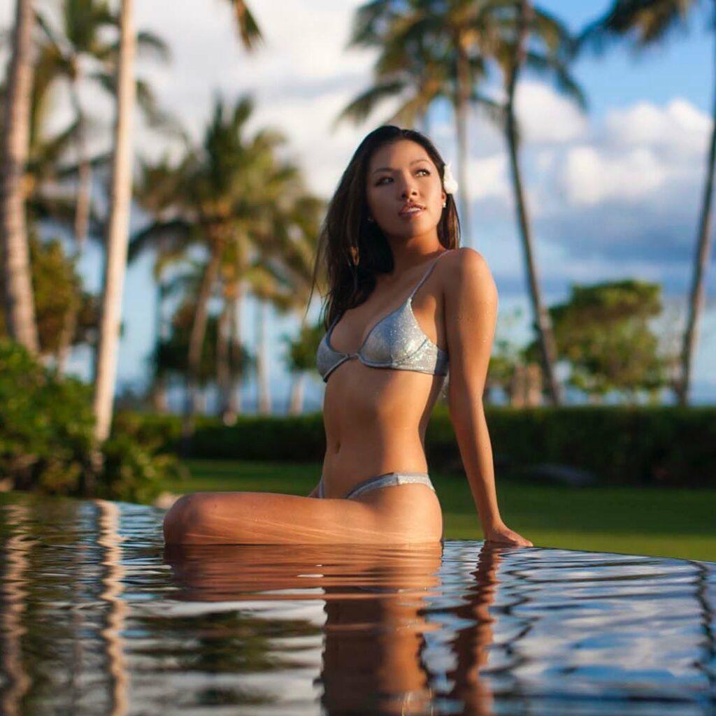 Muni He en bikini