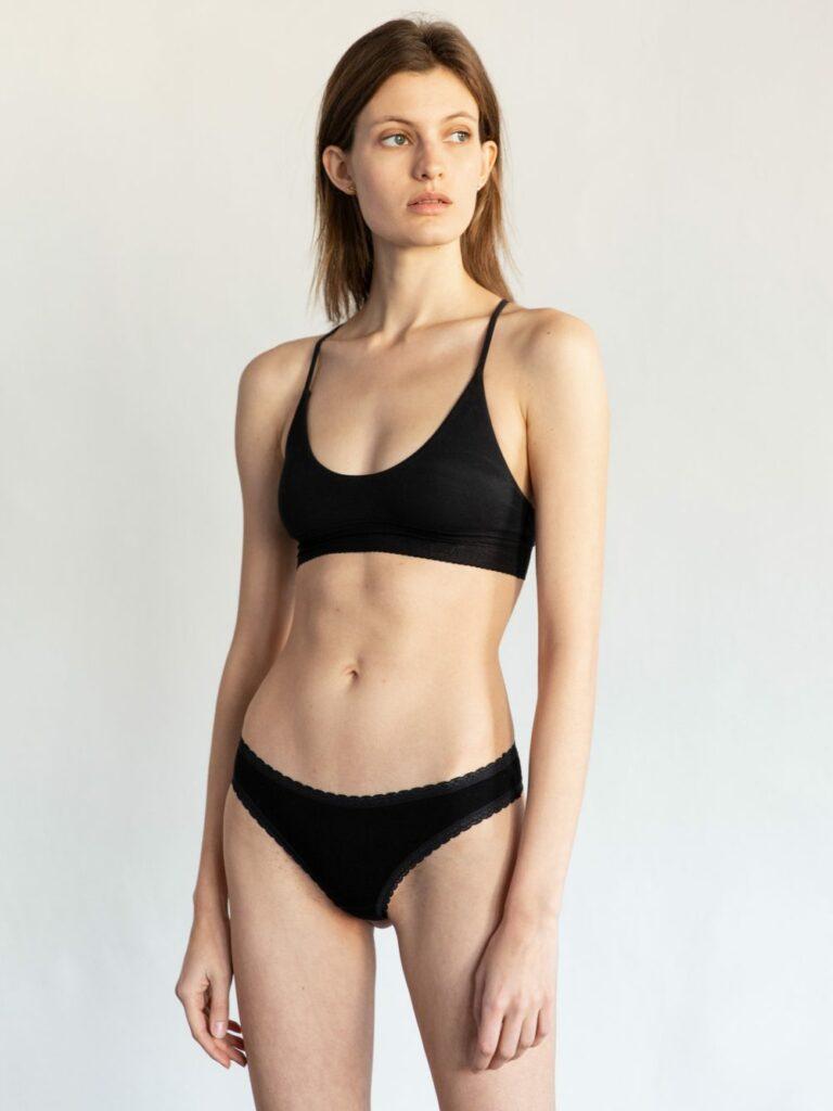 Louise Lefébure en lingerie