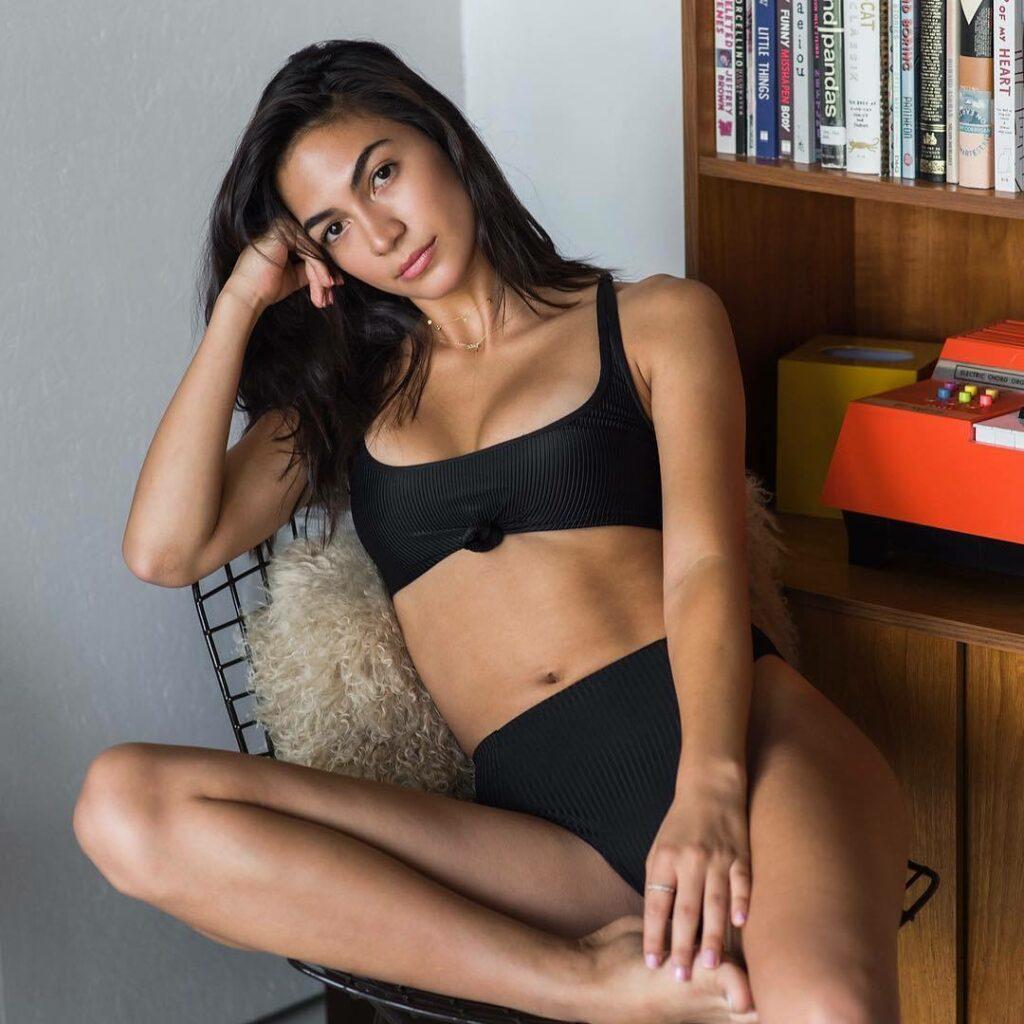 Natalee Linez en bikini