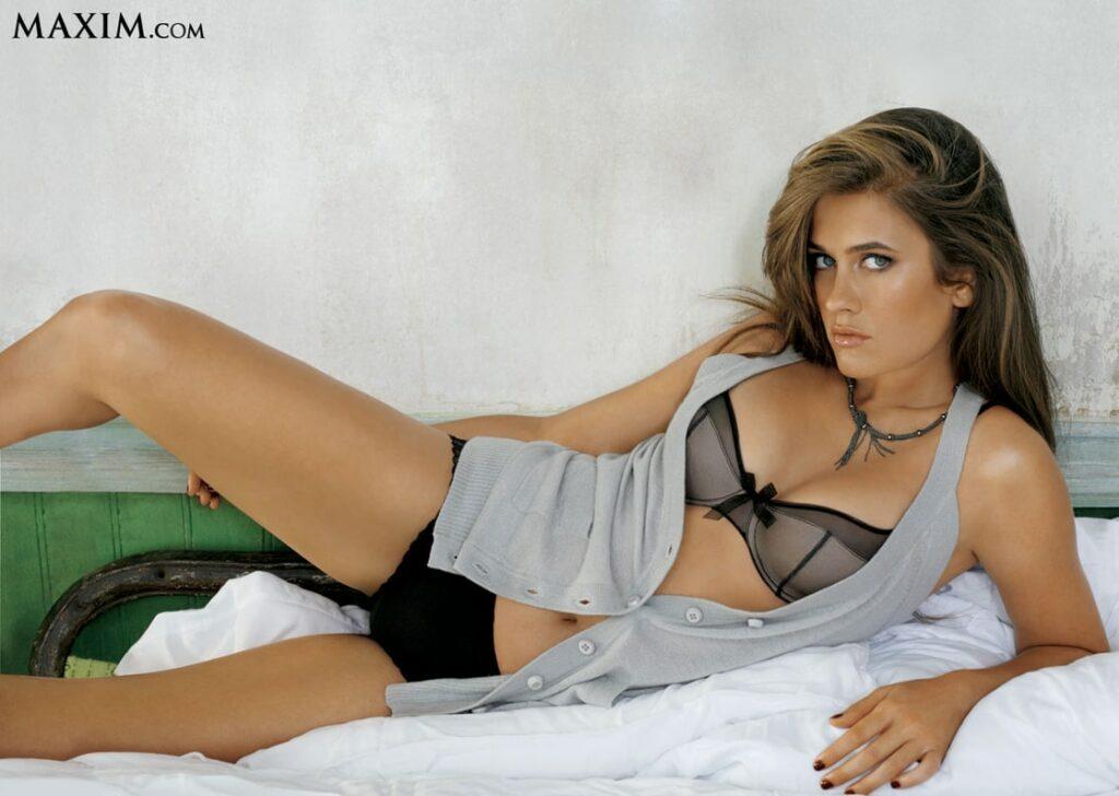 Katie Chonacas en lingerie