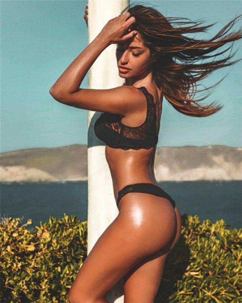 Marcella Niespolo en lingerie
