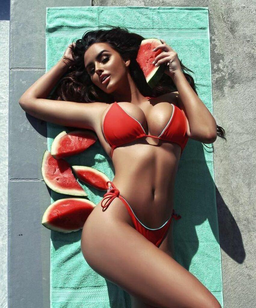 Abigail Ratchford en bikini