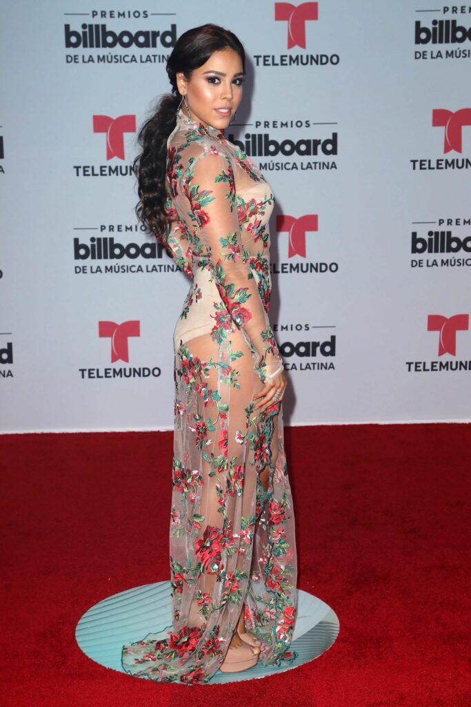 Danna Paola en robe transparente