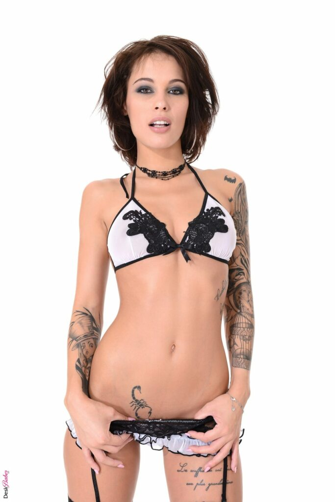 Nikita Bellucci en lingerie