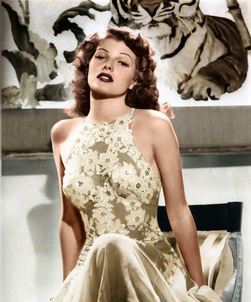 Rita Hayworth en robe de dentelle