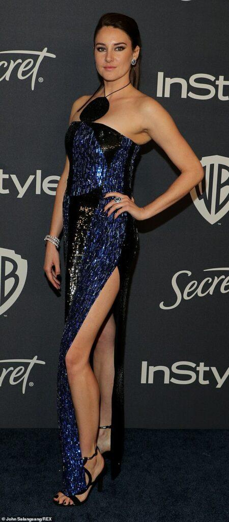 Shailene Woodley en robe fendue